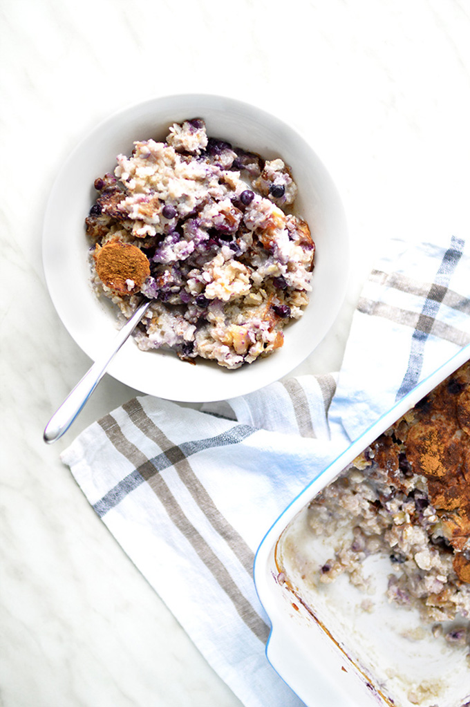 Blueberries & Cinnamon Porridge. Oil-Free, easy to make and so delicious! | www.thebrightbird.com