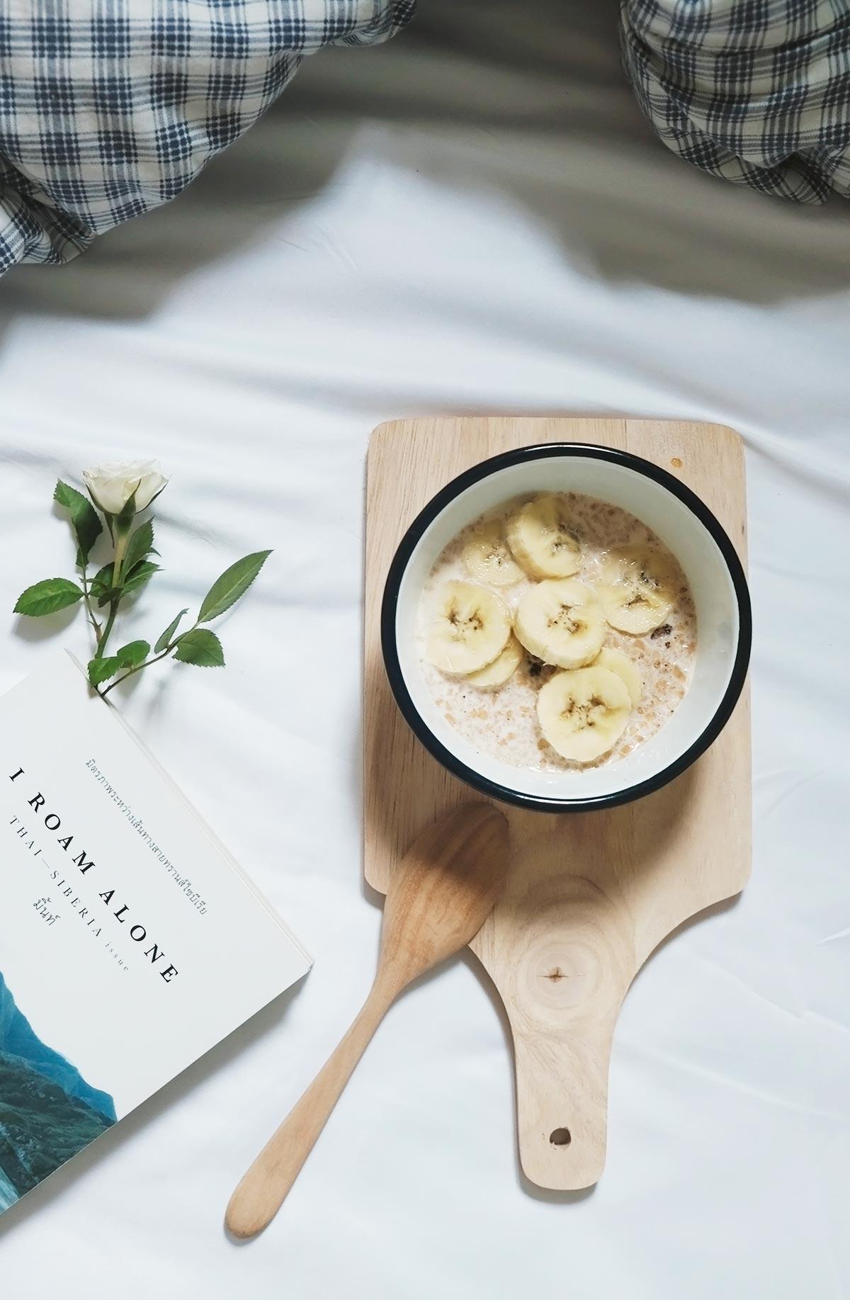 porridge con plátano en la cama